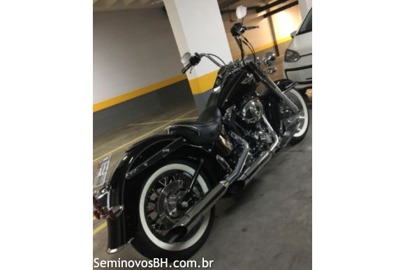 Harley Davidson Softail Deluxe Flstn